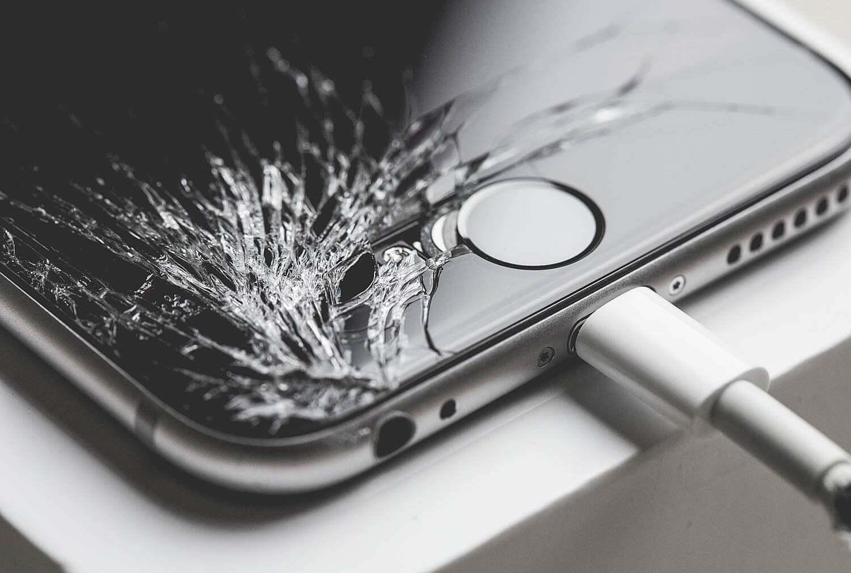 Китайцы разбивают свои iPhone в знак протеста