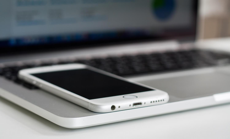 iPhone и MacBook