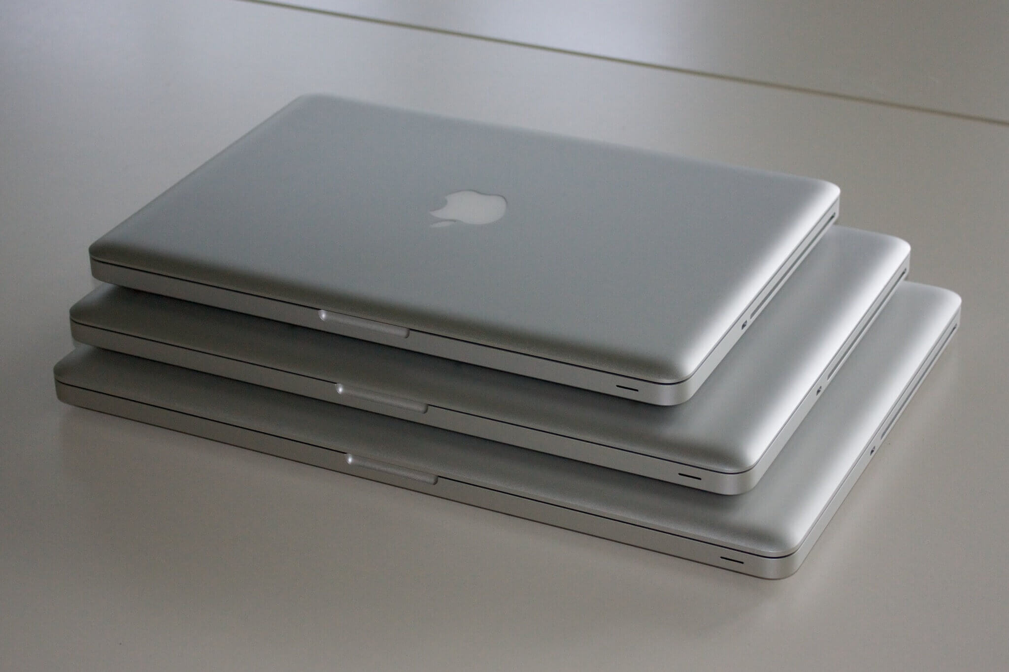 apple_macbookpros_13-15-17_stacked_08-2009