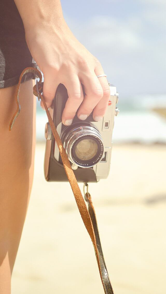 camera-hand-vacation-summer-iphone-5