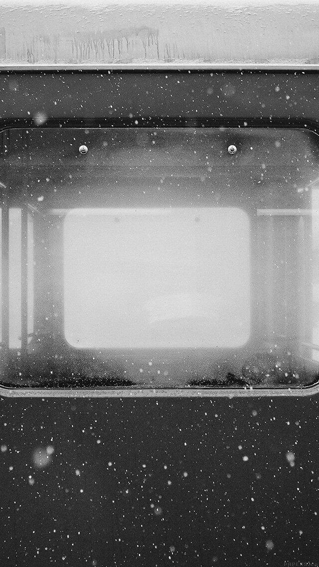 winter-train-samuel-zeller-dark-bw-iphone-5