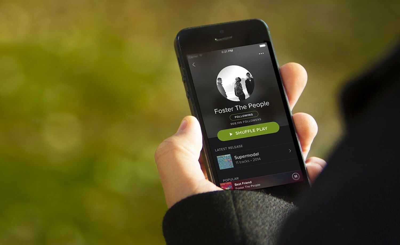 Apple Music никак не может «достать» Spotify