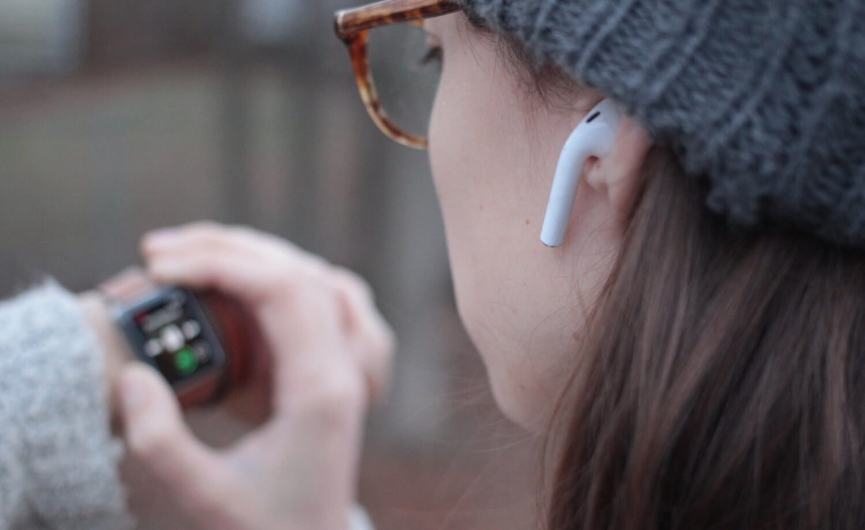 Обновленные AirPods: поддержка команды «Привет, Siri» и защита от влаги?