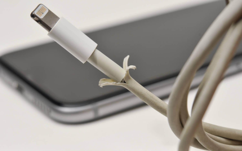 Зарядка iPhone с поврежденным кабелем может быть смертельно опасной