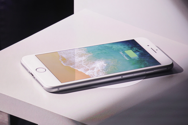 iOS 11.2 позволила iPhone 8, 8 Plus и X заряжаться еще быстрее