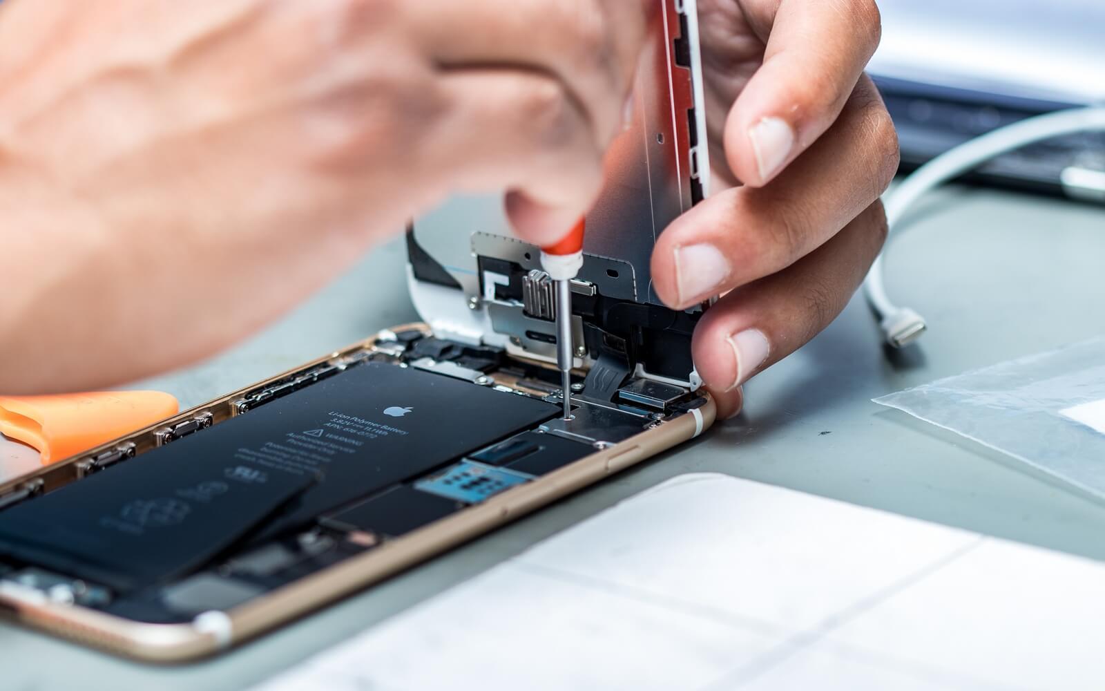 Apple не торопится менять аккумуляторы в старых iPhone