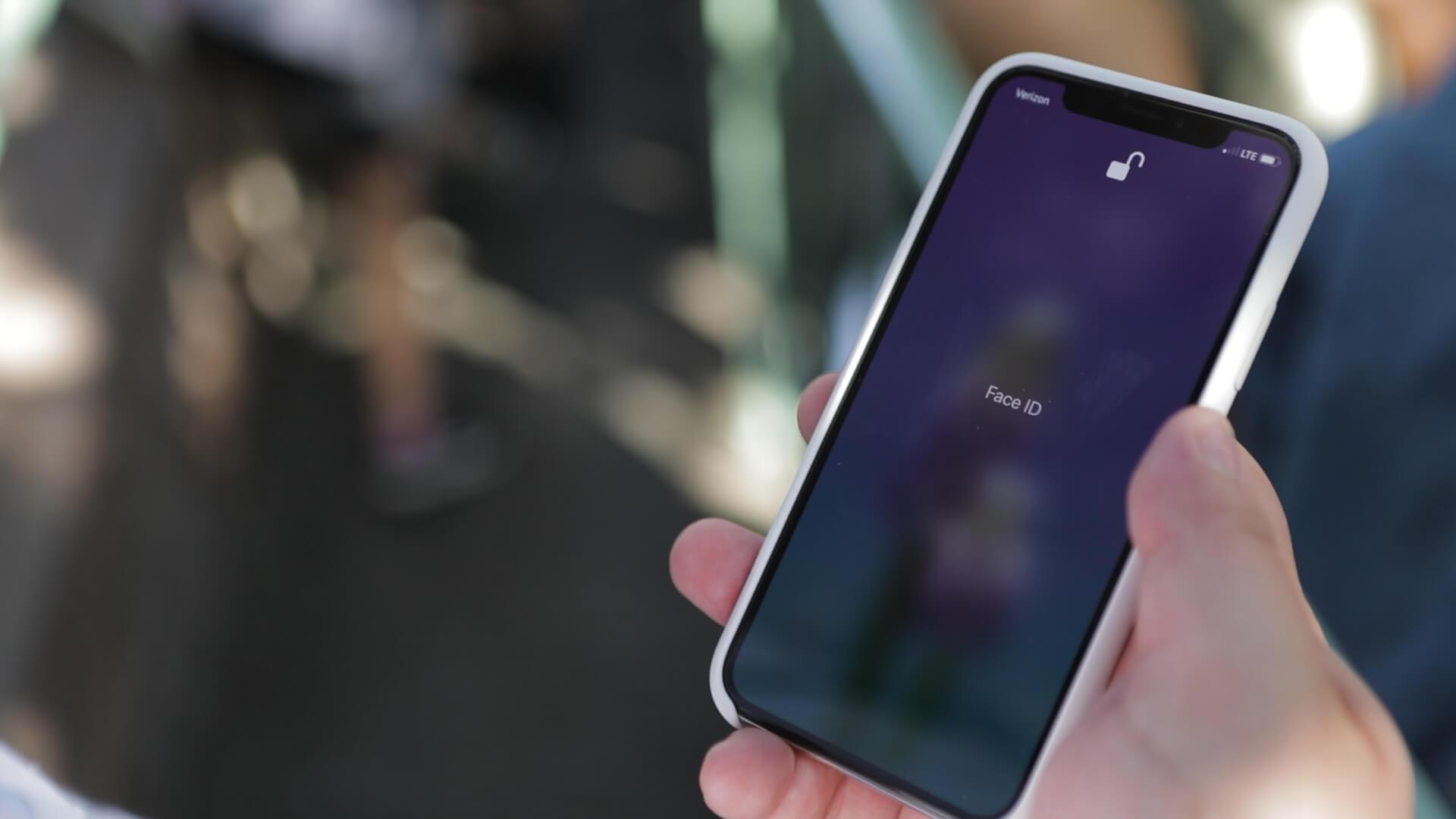 Apple обвинили в халатном отношении к сведениям о лицах пользователей