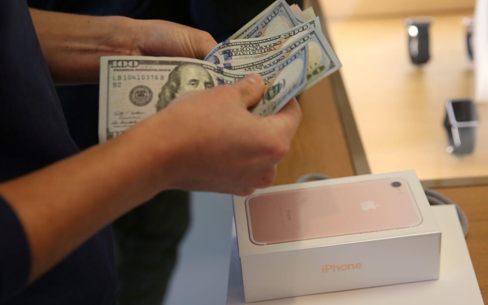 Самый популярный подарок на Новый год — по-прежнему iPhone
