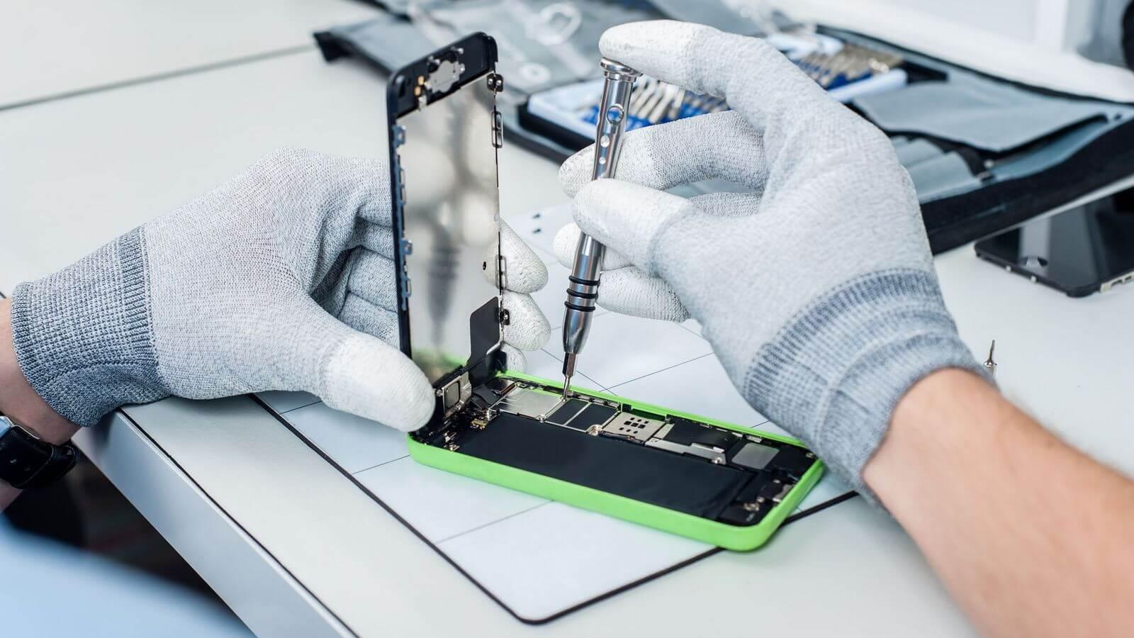 В России стартовала официальная программа ремонта iPhone за день