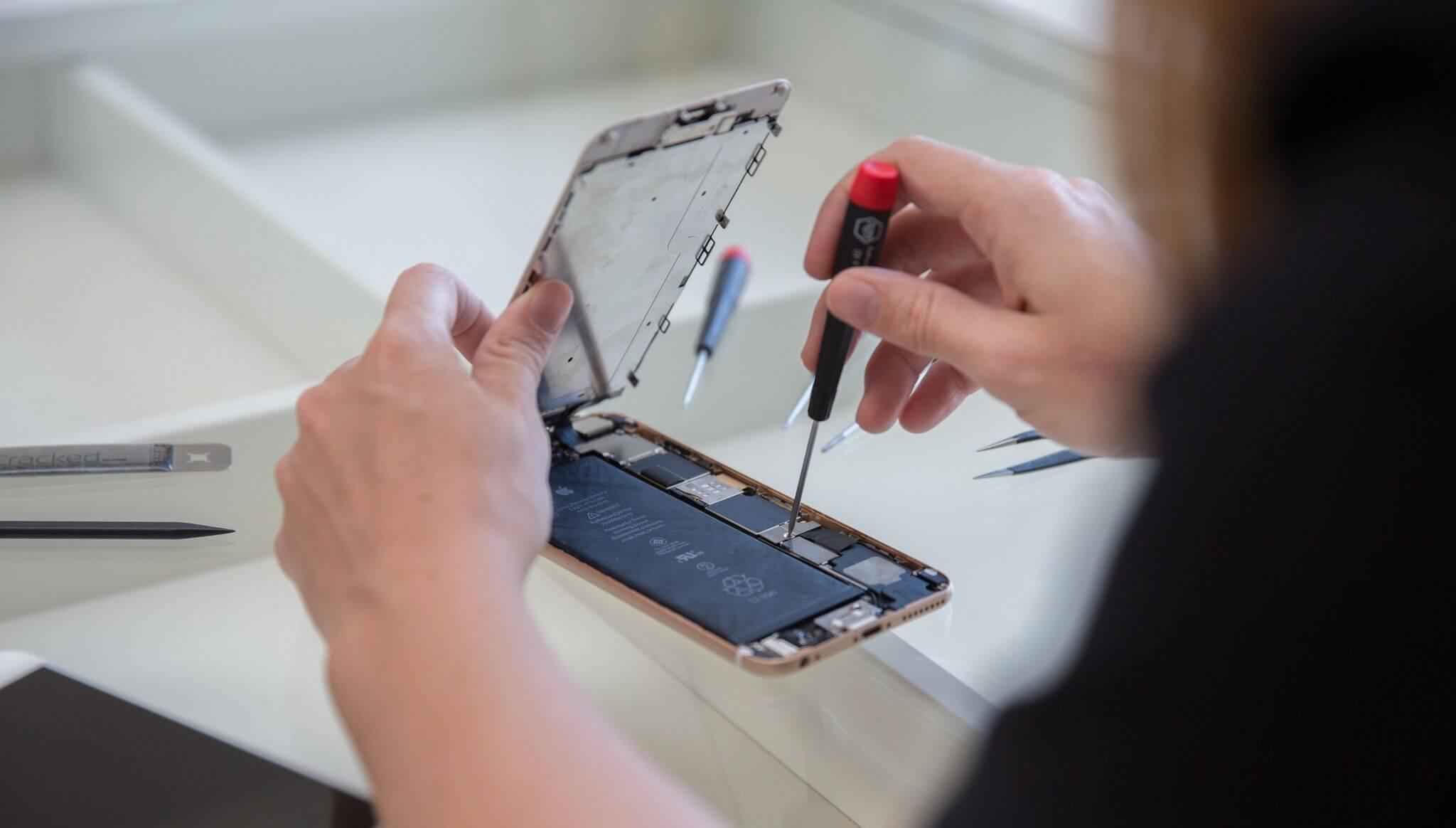 В проблему с замедлением iPhone впервые вмешалось правительство