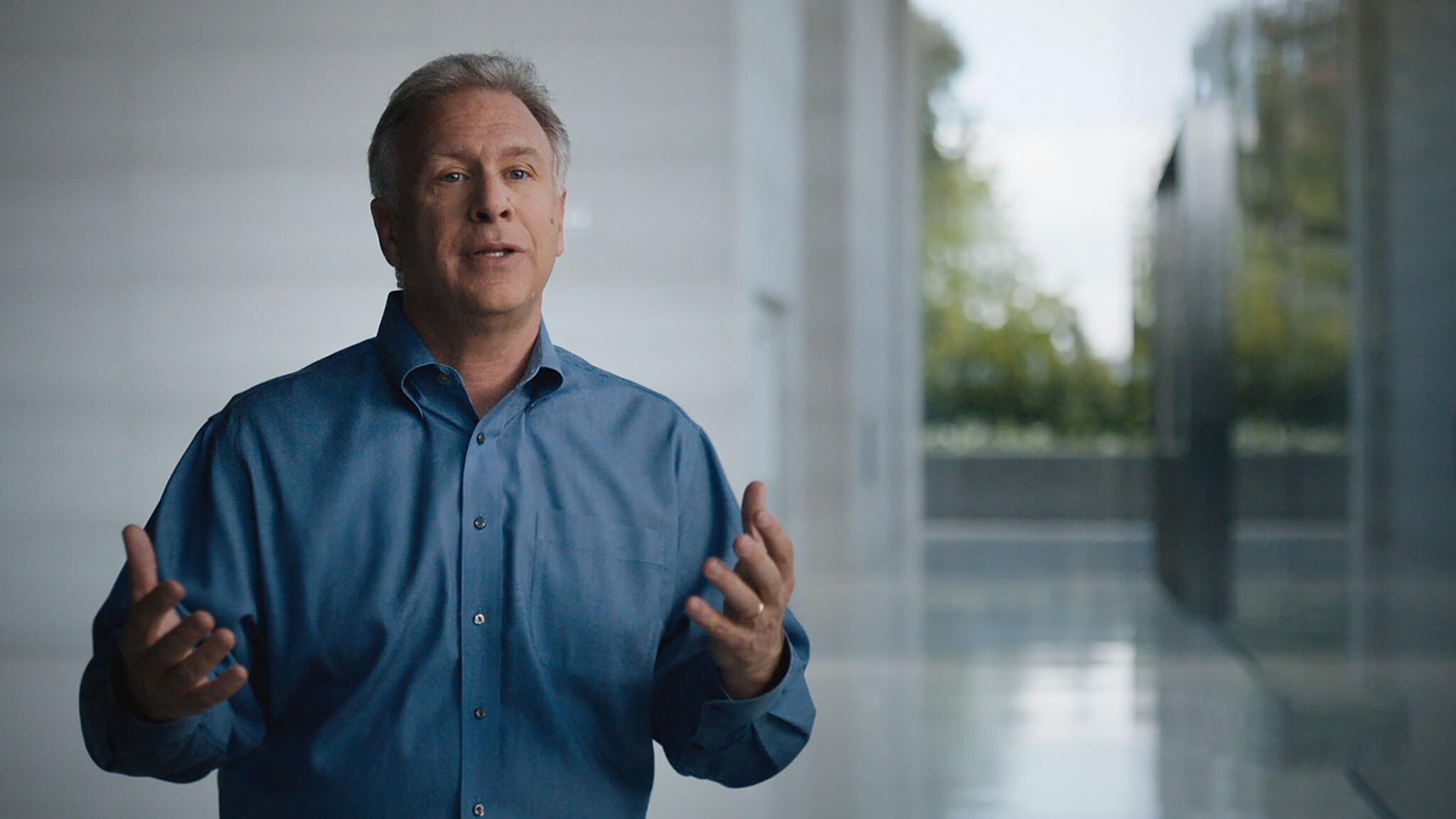 Фил Шиллер — об отказе от кнопки Home, Face ID в iPad и замене для Mac