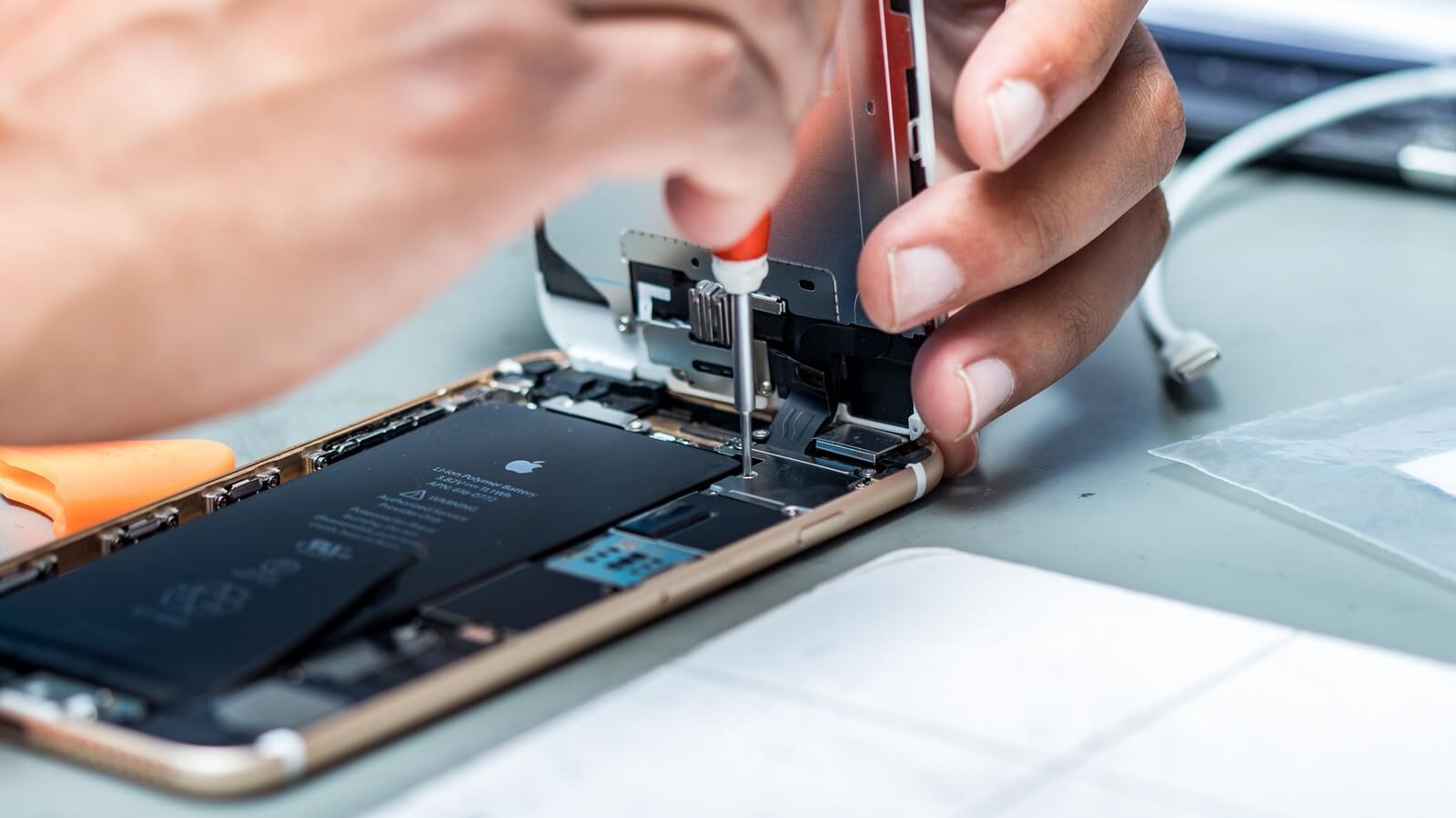 Apple испытывает дефицит аккумуляторов для iPhone 6 Plus