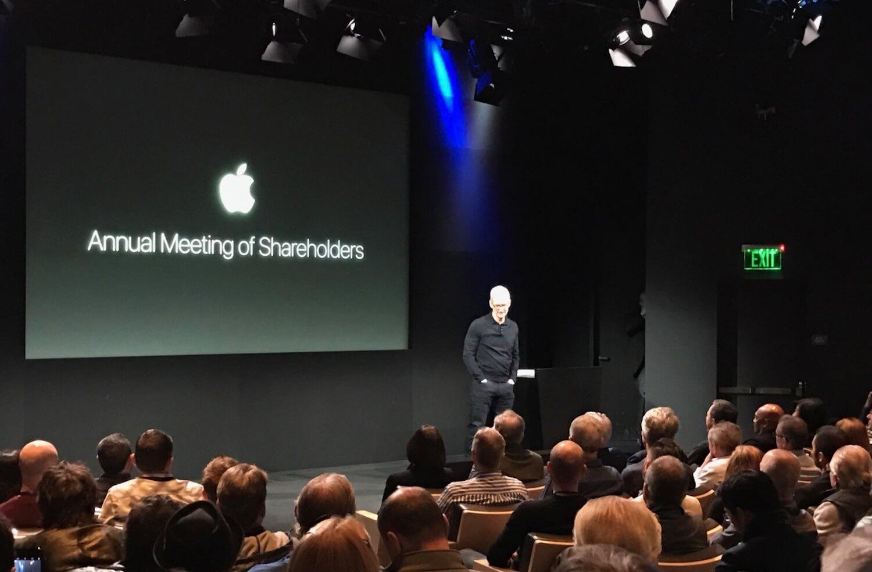 Apple Pay в России, преемник Тима Кука и другие подробности со встречи акционеров Apple