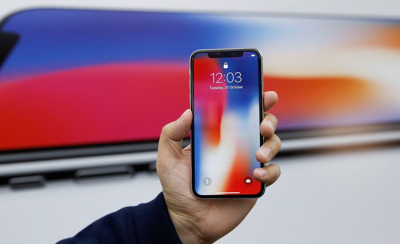 Спрос на iPhone X снижается, но голова болит у Samsung