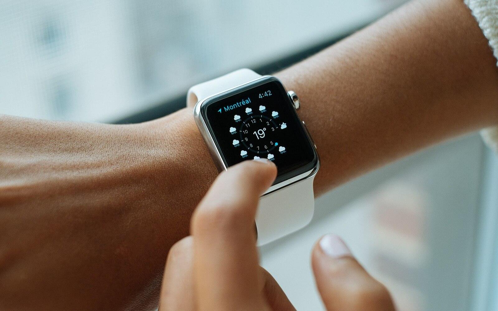 Конкуренты усомнились в полезности Apple Watch