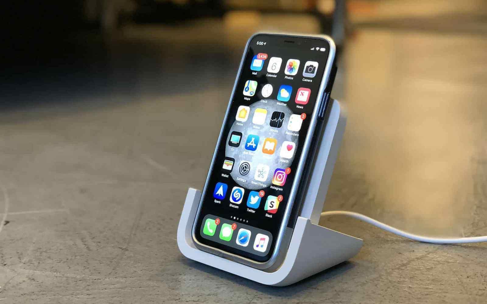 Apple и Logitech показали беспроводное ЗУ для iPhone в формате подставки
