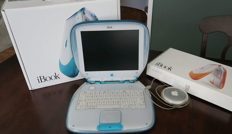 Ноутбук в леденцовом стиле: iBook