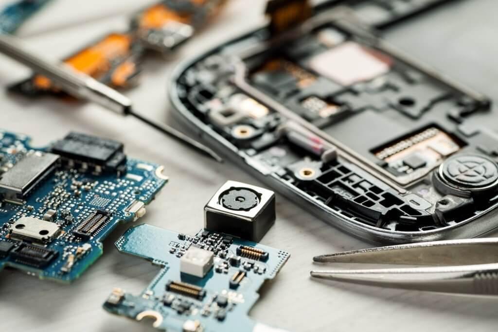 Как отремонтировать iPhone в 2 раза дешевле