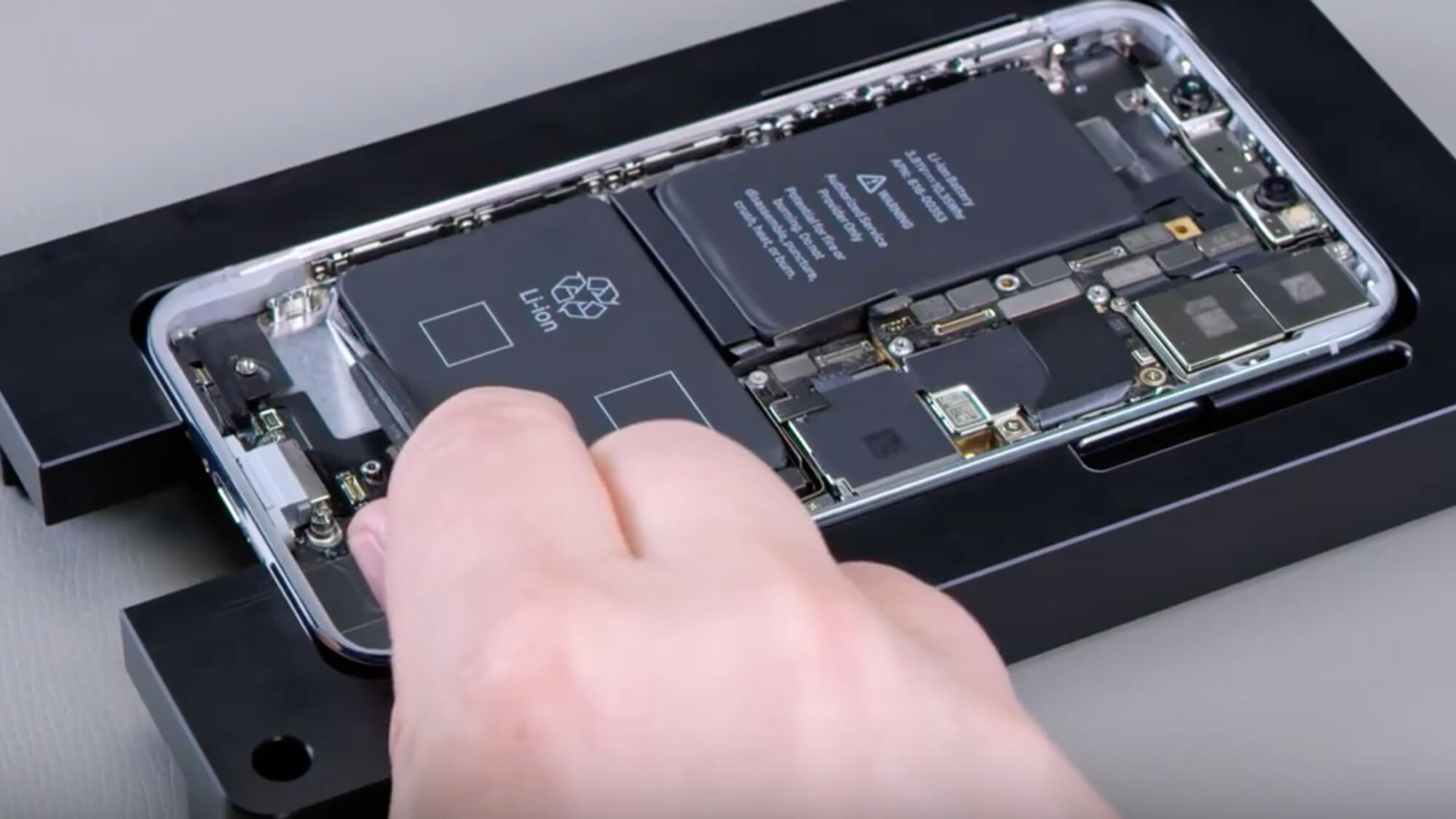 Мир, труд, май! Щедрые скидки на ремонт техники Apple в праздничные дни