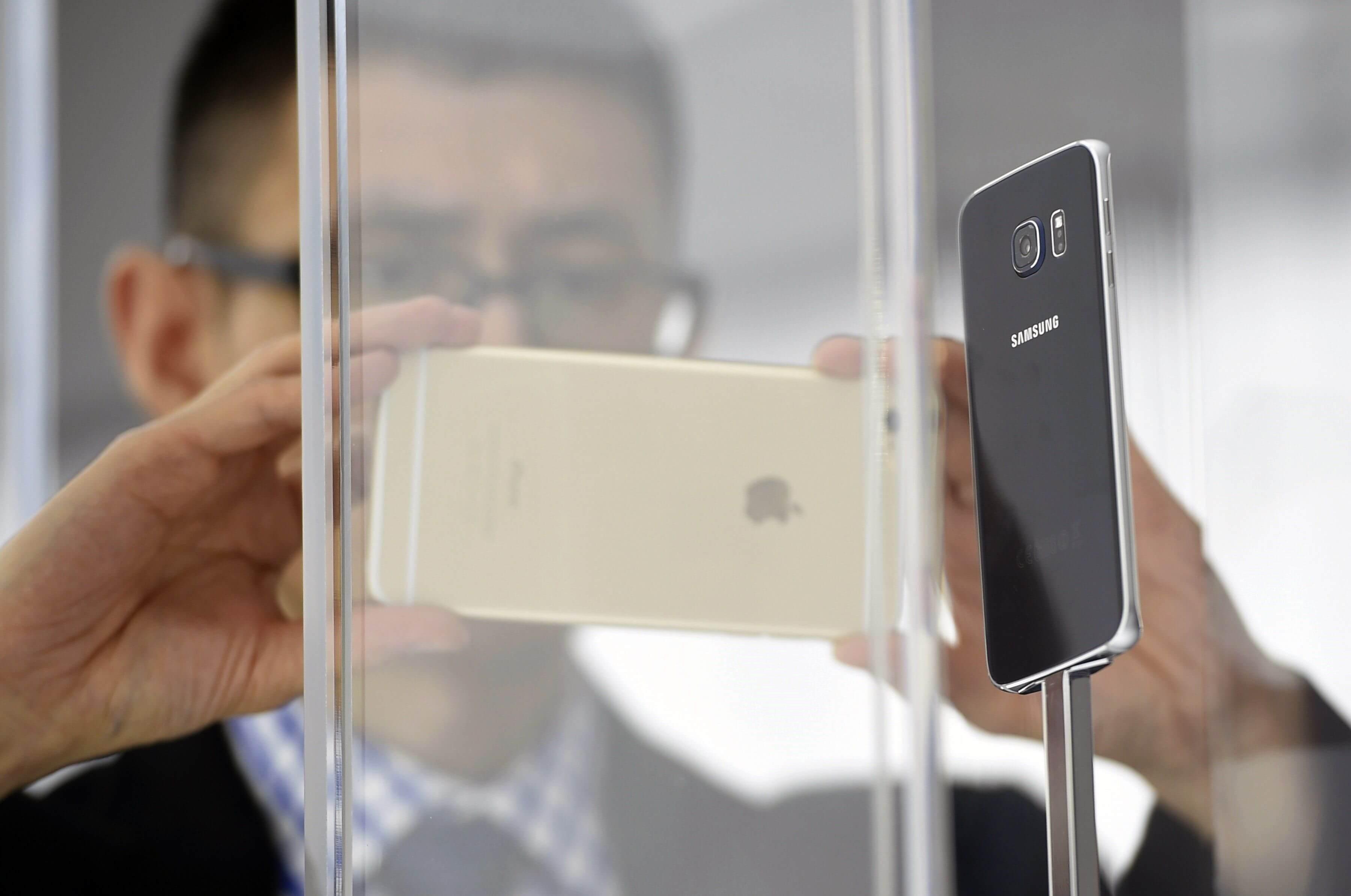 Акции Apple подорожали благодаря… Samsung?