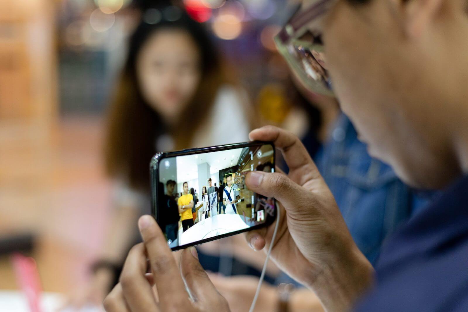 Apple купила стартап, который улучшает фото с помощью ИИ