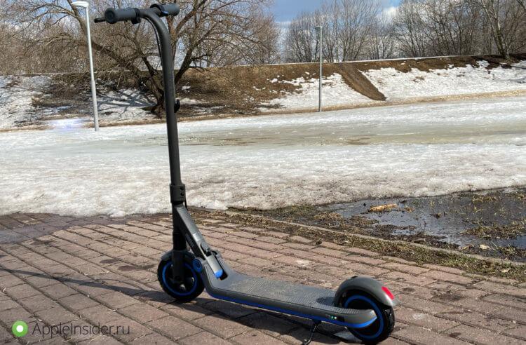 iPhone среди детских электросамокатов: Segway-Ninebot eKickScooter Zing E10