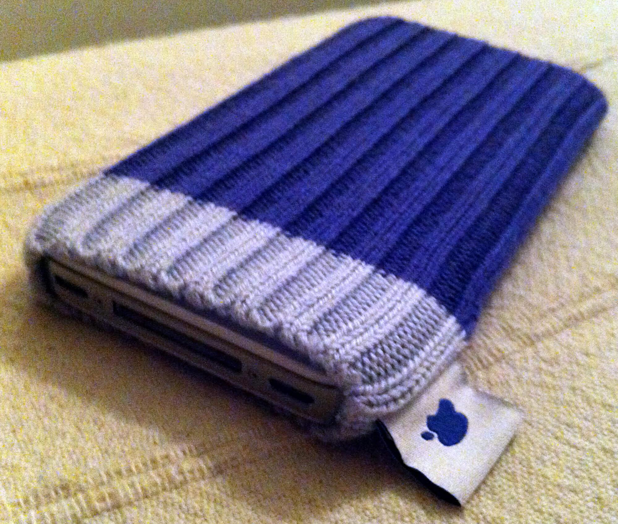 Apple будет предлагать вязанные носочки для iPhone под заказ. Да, как в iPod